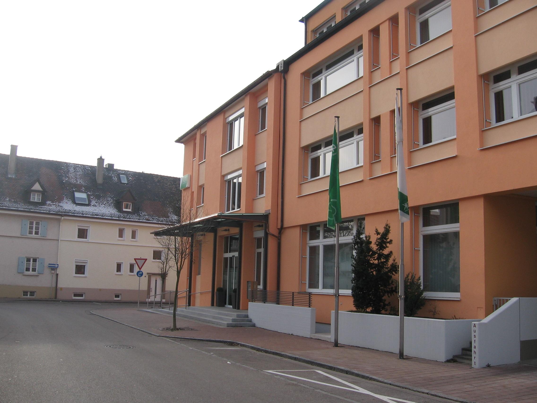 1-Fassadensanierung-AOK-Donauwörth-Ansicht-Straße
