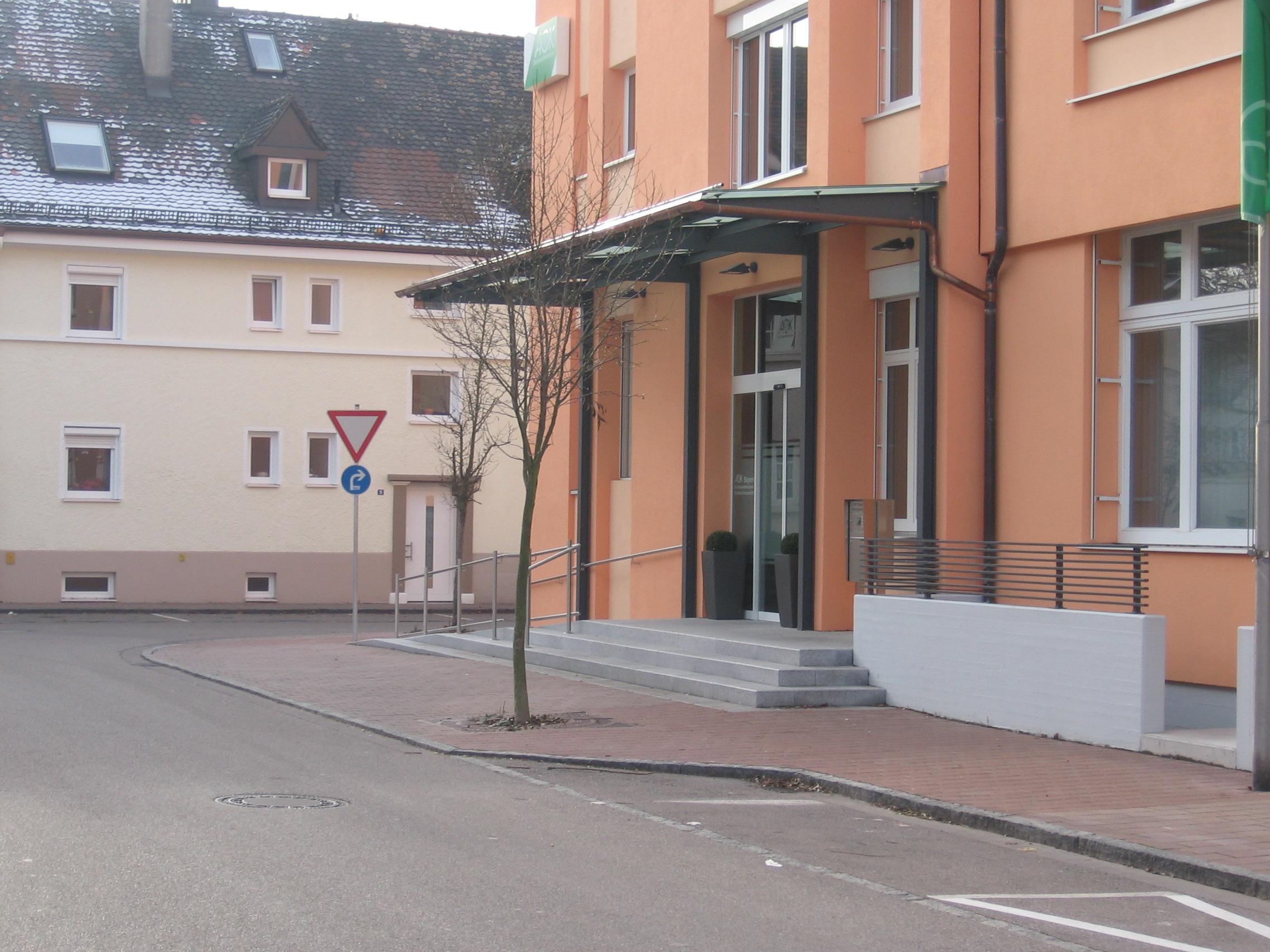 3-Fassadensanierung-AOK-Donauwörth-Eingang-ÜberdachungIMG_0656