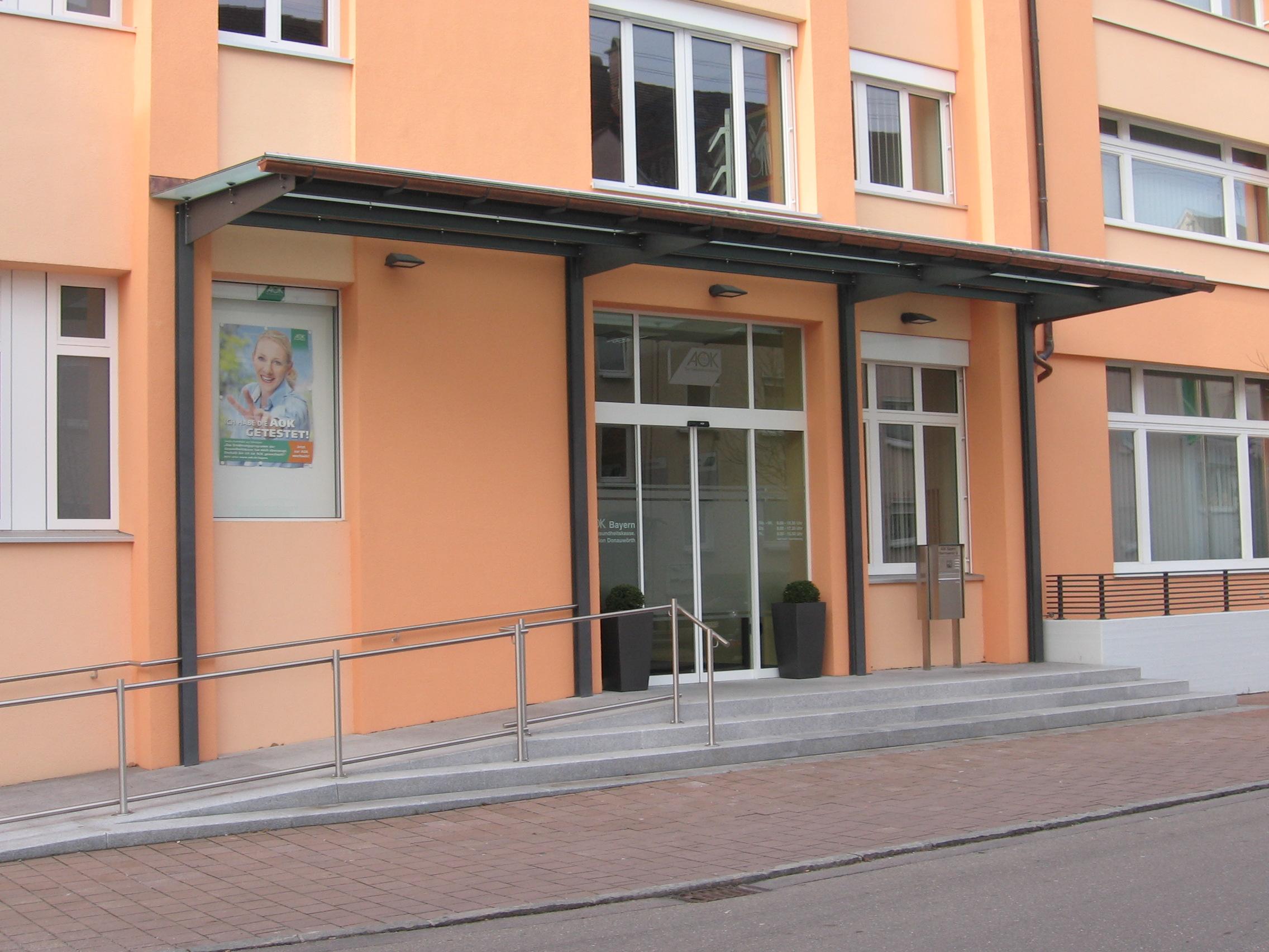 4-Fassadensanierung-AOK-Donauwörth-Überdachung-Eingang
